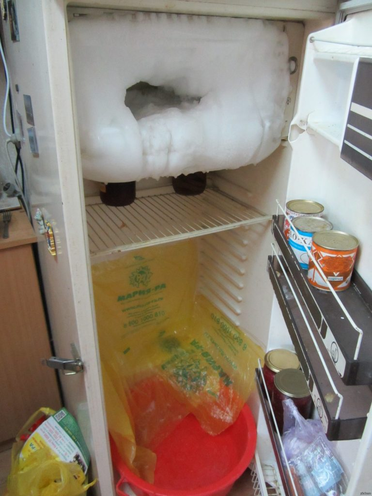 картинки холодильник морозилка работает а холодильник нет нашей обширной